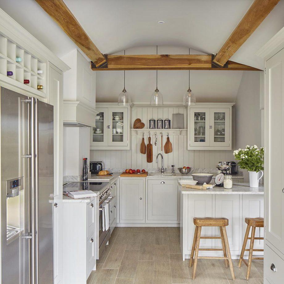 pinta tus armarios y paredes igual para que la cocina parezca más grande