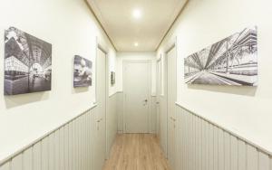decorar un pasillo largo
