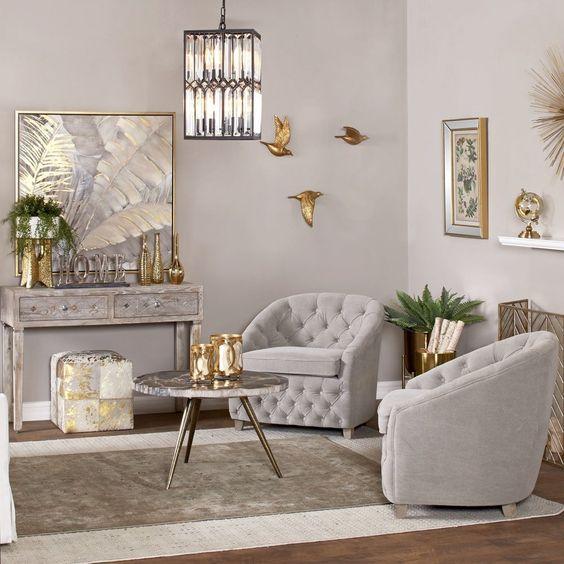 Salón blanco con adornos en dorado