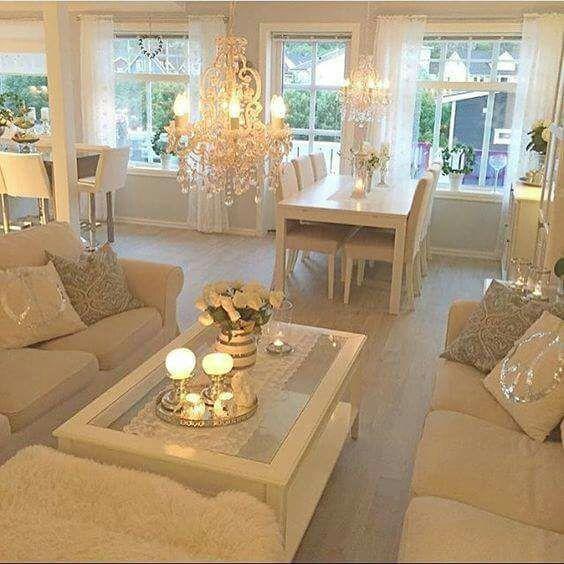 Salón blanco y dorado clásico