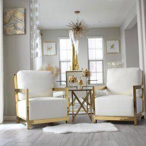 Salón blanco y dorado muy elegante