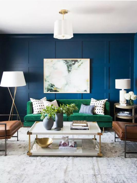 salón pequeño pintado de azul