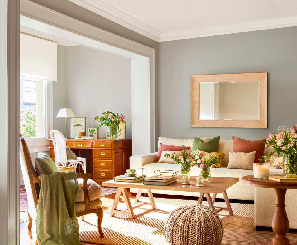 salon sencillo con colores neutros