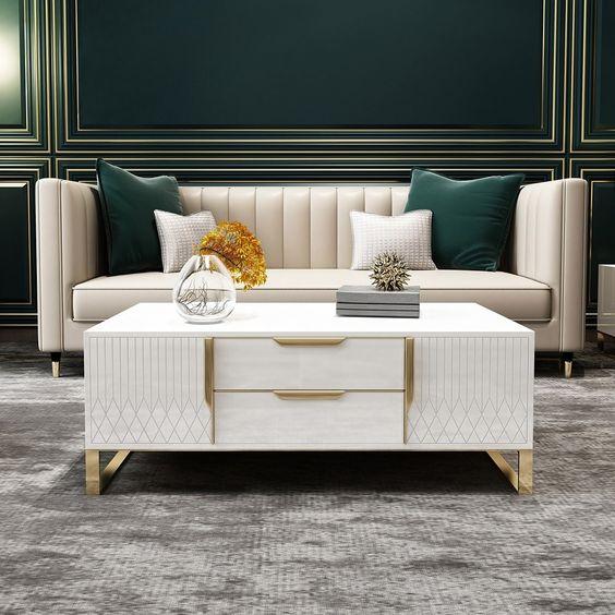 Salón elegante con tonos dorados