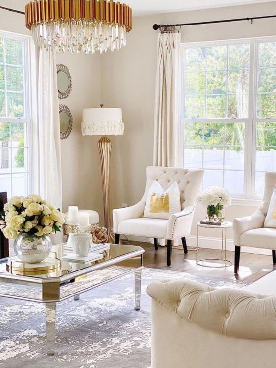 Salón blanco y dorado muy chic
