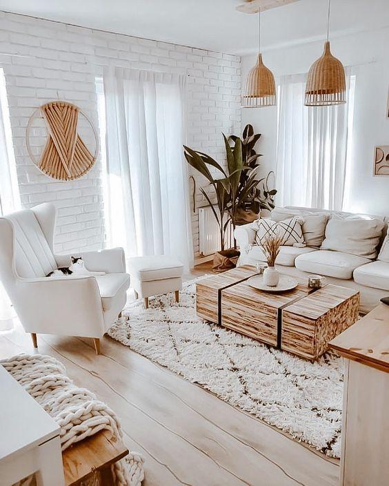 Sala rústica pequeña y luminosa