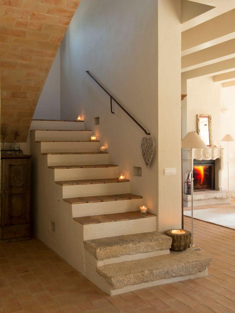 Camino de velas en escalera