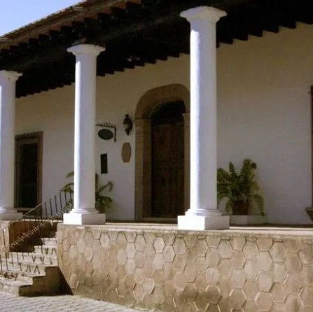 Columnas de hormigón sencillas para la entrada