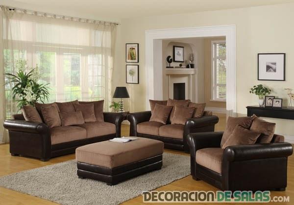 Salón con sofás marrones elegante
