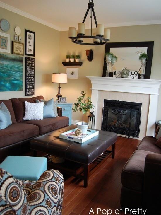 Salón con sofás marrones clásico