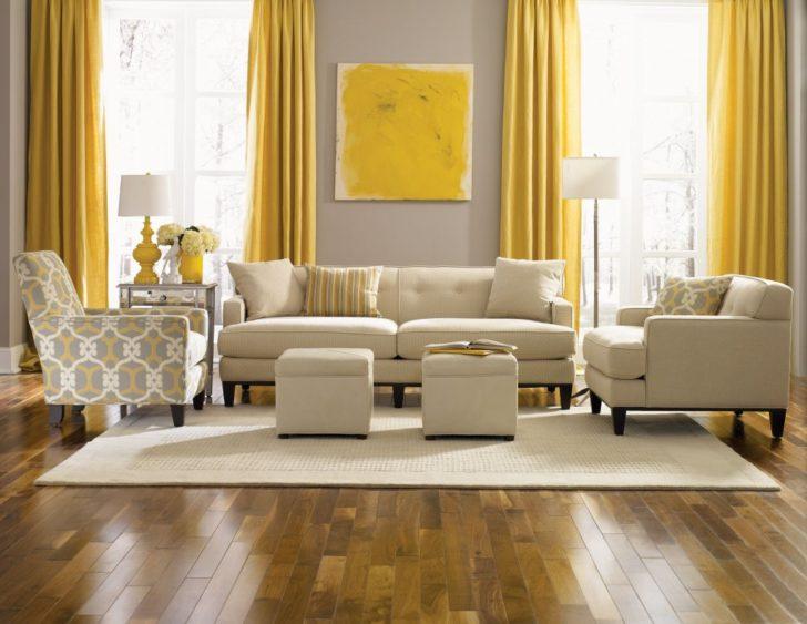 salón  en color Mostaza y blanco