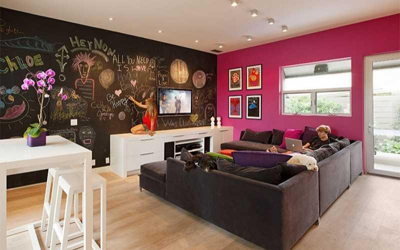 11 Salones con paredes de pizarra negra para que te inspires