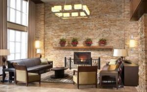 salones rustico con chimenea