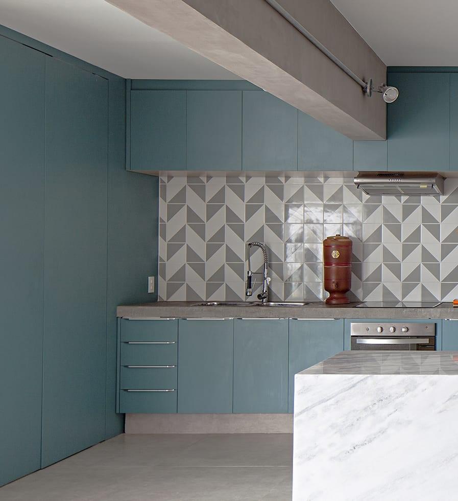 Cocinas con cerámica en 2 colores en la pared