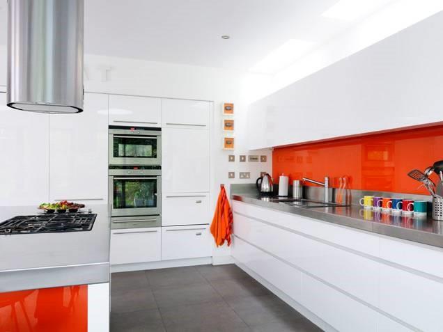 Colores cálidos pintados en el vidrio de tu cocina