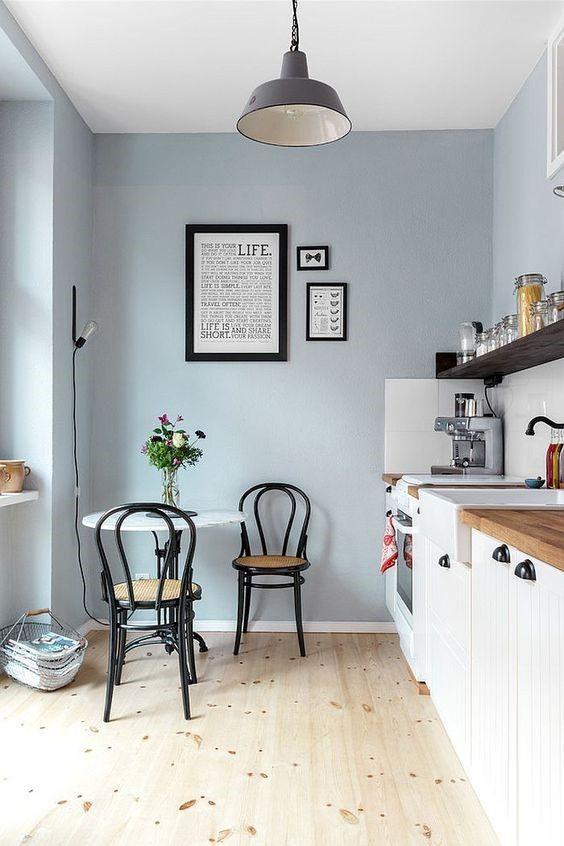 pintar tu cocina pequeña de color azul claro