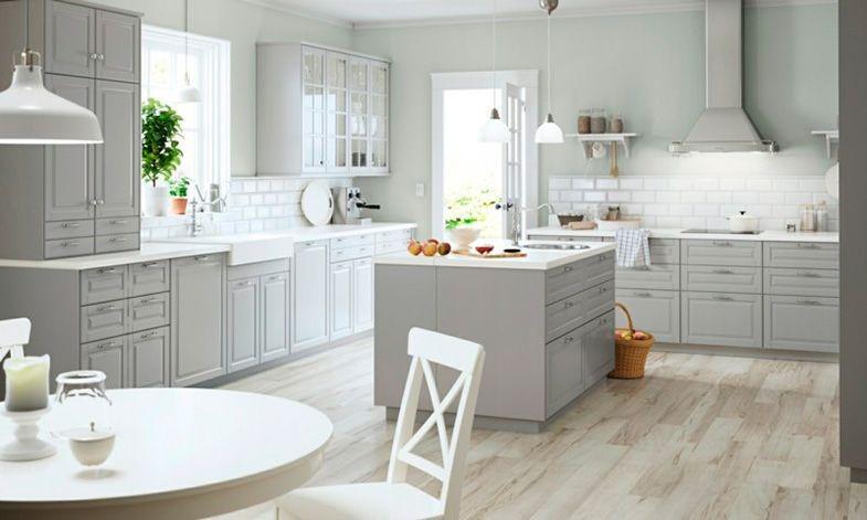 cocina de color gris y blanco