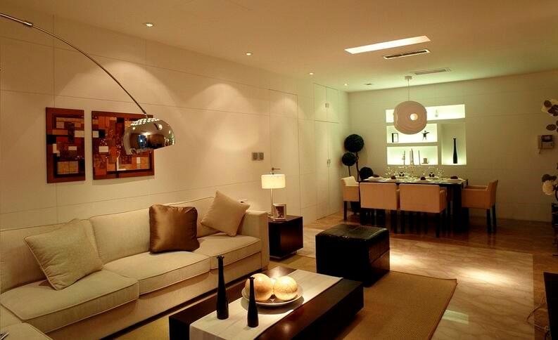 decoracion salon comedor grande con luz artificial