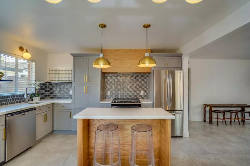 Mezcla maximalista y minimalista en cocina comedor