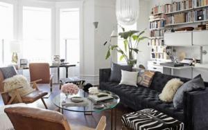 decoracion de salones con sofás oscuros