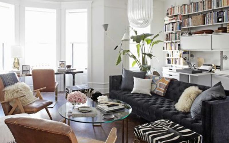 Ideas para decorar tu Salón con un sofá oscuro - Decoratips