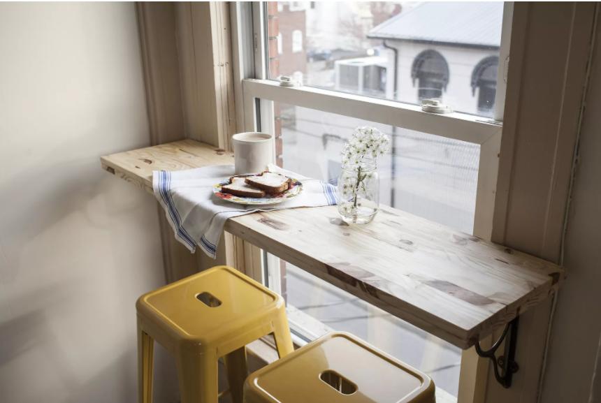 decorar una esquina del salón con desayunadero