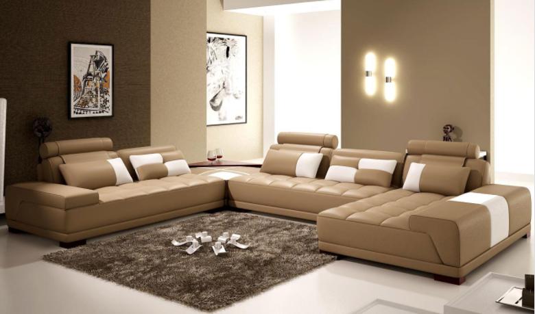 Mezcla tonos beige claros y oscuros para pintar tu salón