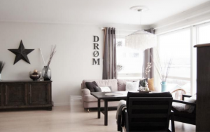salones decorados con muebles oscuros