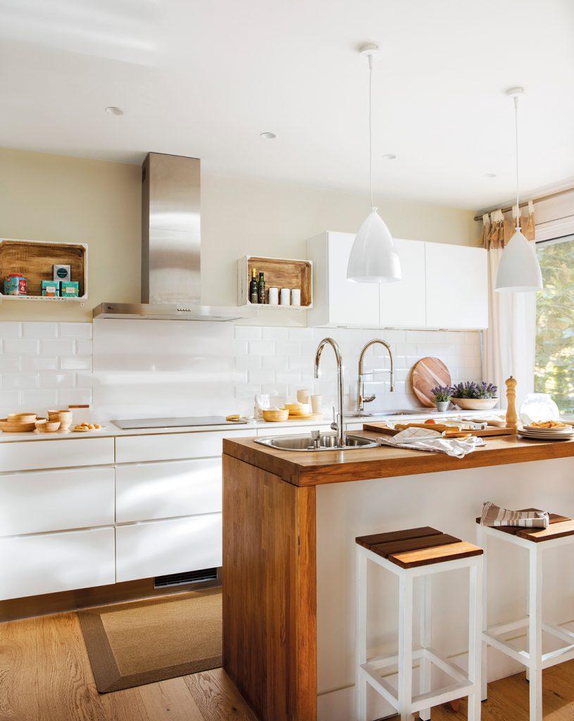 cocinas con paredes blancas con madera
