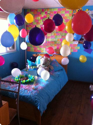 decoracion de cuartos para cumpleaños colorido