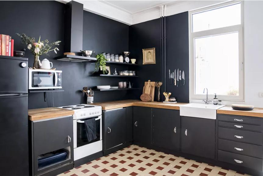 Cocina con paredes totalmente negras