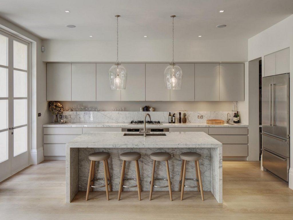 Cocina minimalista con mármol gris