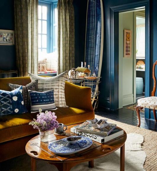 salon en dos colores: azul y amarillo