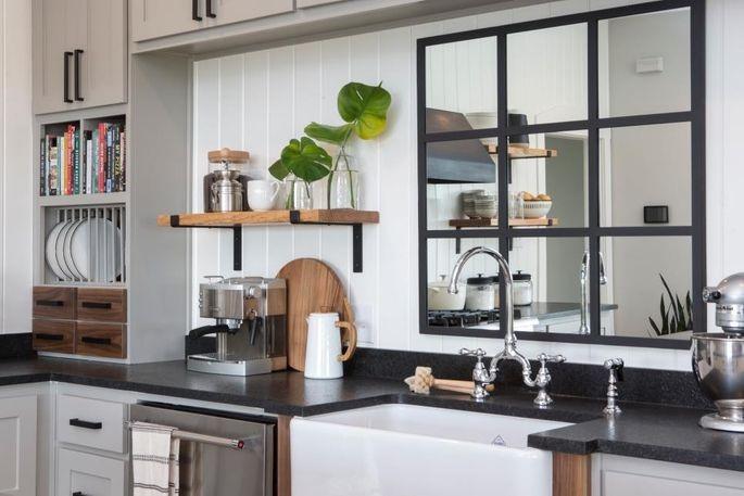 espejos en cocinas pequeñas en el fregadero