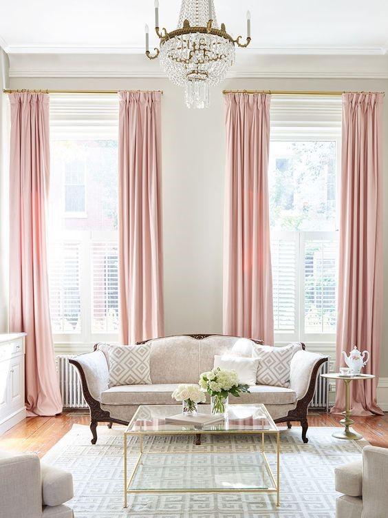 Salones decorados en gris y rosa elegante