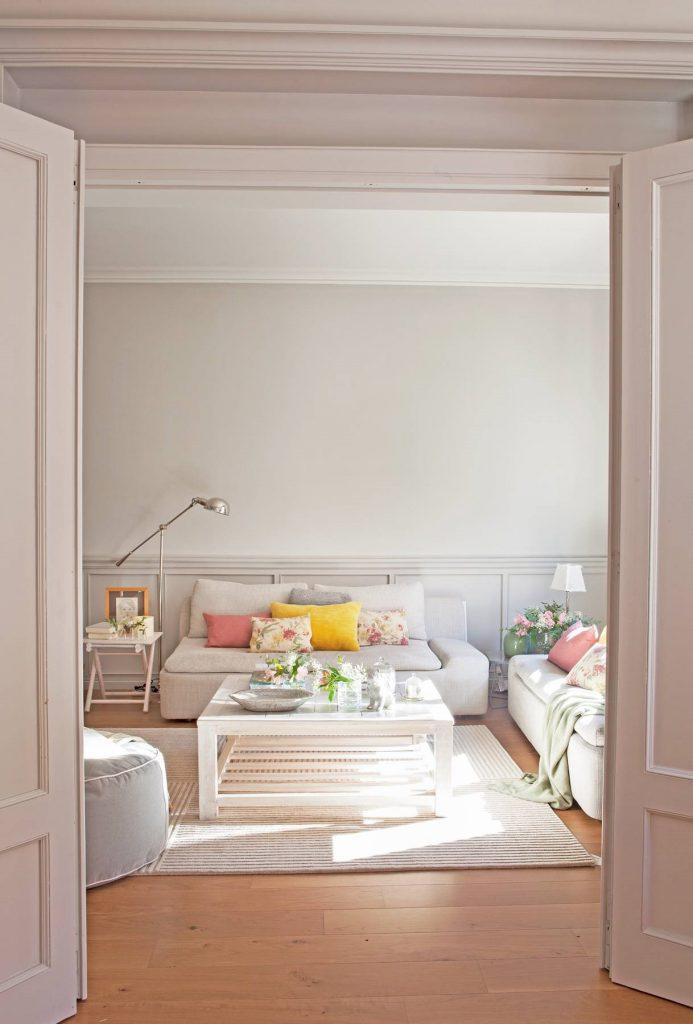 Salones decorados en gris y rosa clasico
