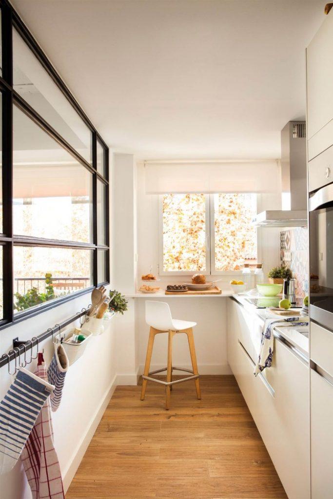 pared de espejos en cocinas pequeñas