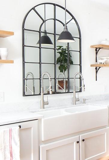 ventana espejos en cocinas pequeñas