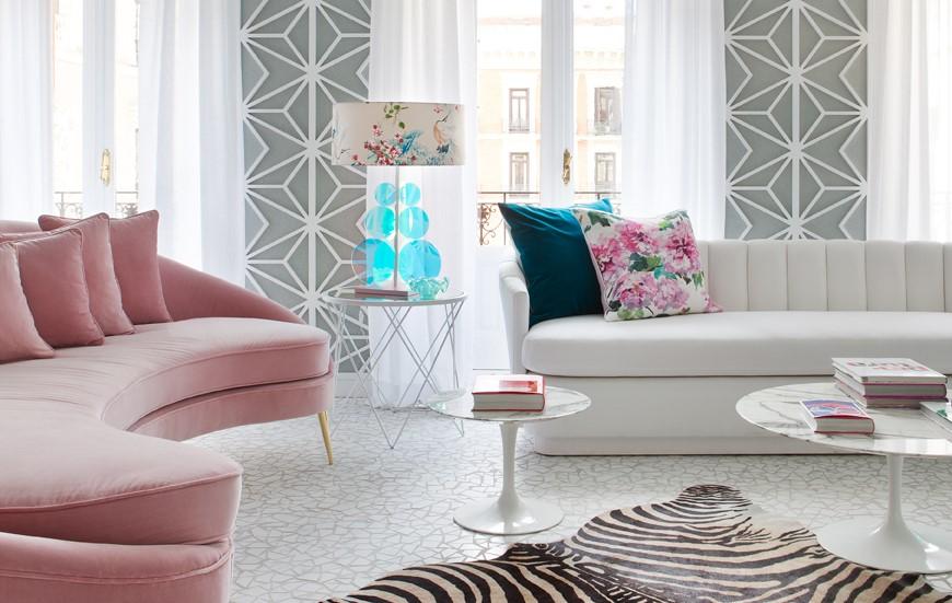 Salones decorados en gris y rosa contemporaneo