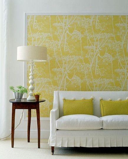 Salón Amarillo y Blanco para un Resultado Sobrio