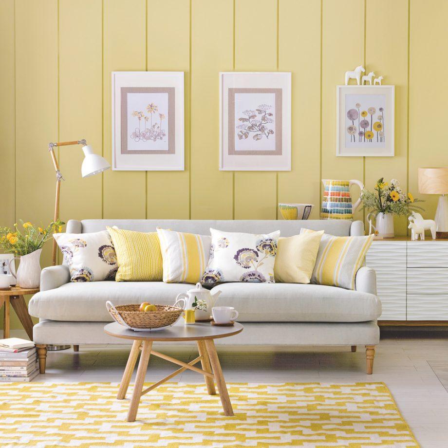 salon en dos colores: amarillo y blanco