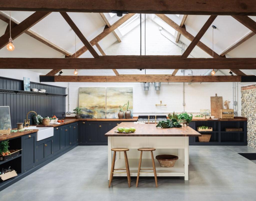 Un toque oscuro para tu cocina farmhouse