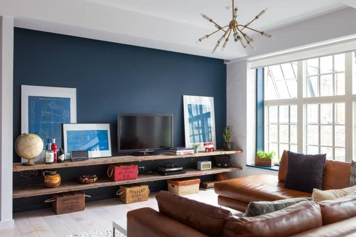 pintar solo una pared del salón de azul
