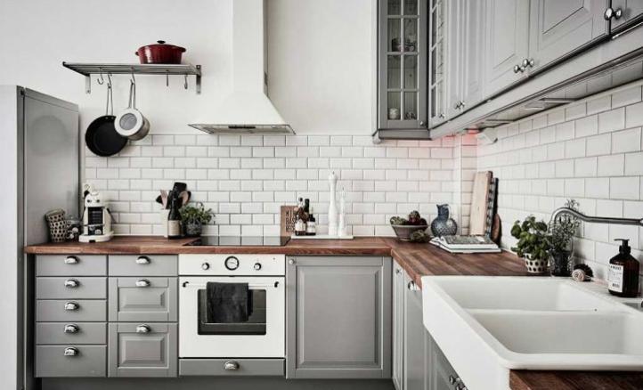 cocina gris y blanco clasica