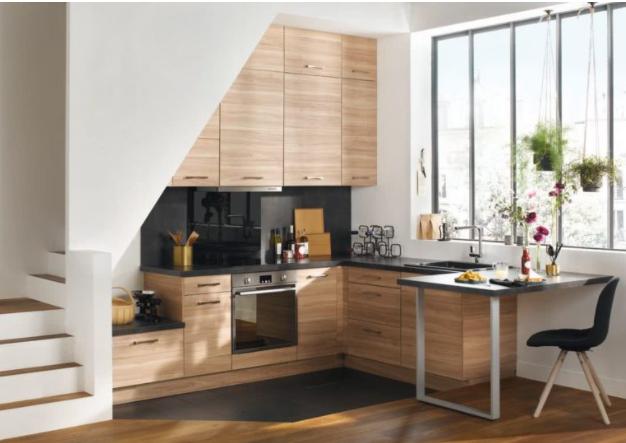 cocina pequeña moderna con madera