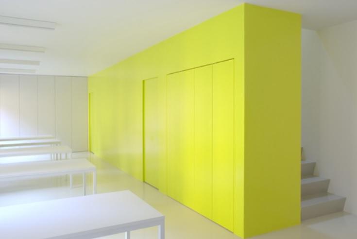 pintar solo una pared del salón de amarillo