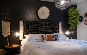 habitaciones con las paredes negras