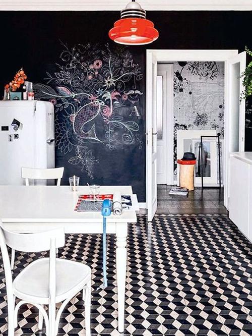 cocina con pared de pizarra bonita