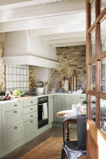 Una cocina rústica vintage en verde oliva