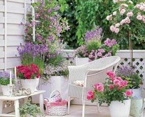 Decorar terrazas y balcones blancos con plantas